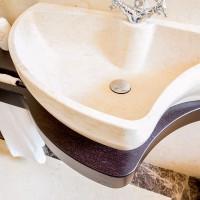 Mensolone lavabo sagomato in massello di Wenge